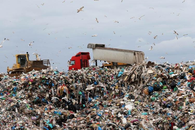 χωματερή φυλή, σκουπίδια, ριζοσπαστική πρωτοβουλία Περιστερίου